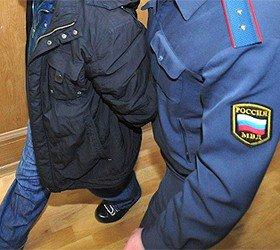 Biletsiz  tacik  polisi zibil qutusu ilə vurdu