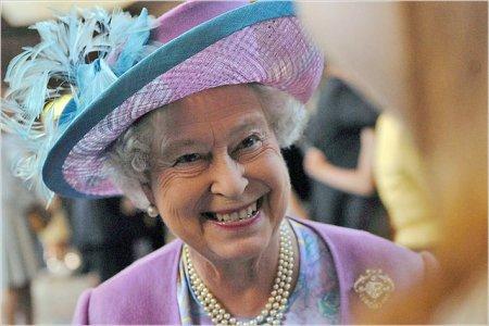 London II Yelizavetanın  hakimiyyətdə  olmasının 60  illik yubileyini  bayram edir