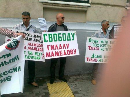 Moskvada  Azərbaycan səfirliyi qarşısında piket keçirildi (FOTO)