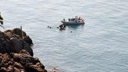 Izmirdə gəmi batdı: 60 nəfər ölü