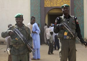 Nigeriyada  silahlılar tələbə yataqxanasına hücum ediblər