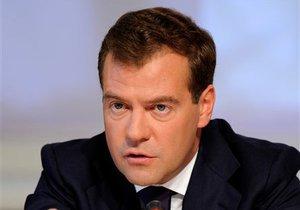 Moskvadakı  Çeçen toyunda  havaya açılan atəşlə bağlı  insidentdən Medvedev də  danışdı
