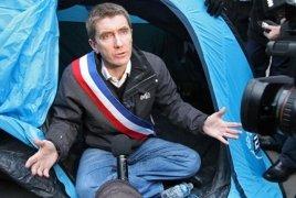 Fransa şəhərlərindən  birinin meri  5 gündür aclıq edir