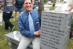 ABŞ-da  ateizmə heykəl qoyuldu