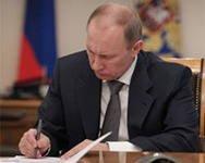 Putin məmurlarının  maaşını artırdı