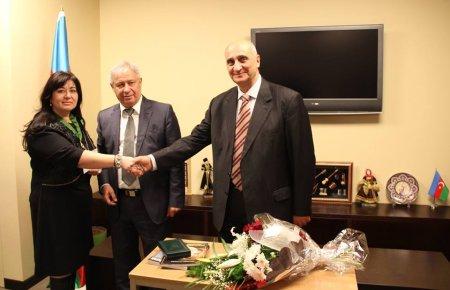 """Şairə  Afaq Şıxlıya  """"Mehriban ana"""" mükafatı təqdim edildi"""