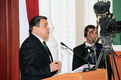 Tacikistanlı nazir  rus familiyasından imtina etdi
