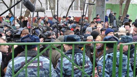 Moskvada 10-cu sinif şagirdi oxuduğu məktəbə silahlı basqın etdi