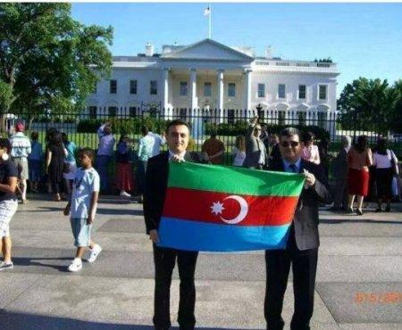 Bayrağı tərs tutan Fazil  Mustafaya  Moskva gənclərindən   sərt reaksiya