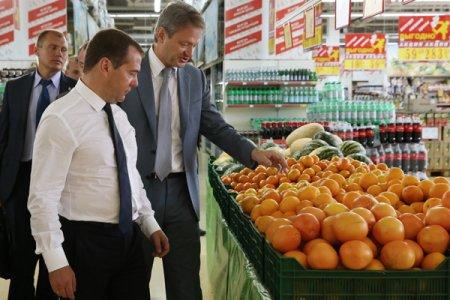 Medvedev  mağazalarda ərzaqların qiymətləri və çeşidlərinin moritorinqini özü aparacaq