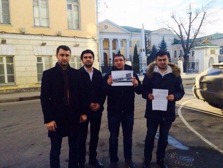Moskvada azərbaycanlı  gənclər Ermənistan səfirliyi qarşısında etiraz aksiyası keçiriblər