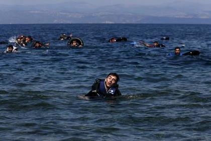 Yunanıstan sahillərində yenə miqrantlarla dolu qayıq suda batdı