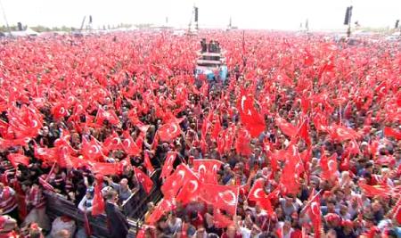 """İstanbulun  """"Milyonlarla Nəfəs terrora qarşı Tək səs"""" mitinqində meydan qırmızı-ağa büründü"""