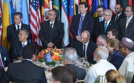 Putin və Obama yemək zamanı badə qaldırıblar