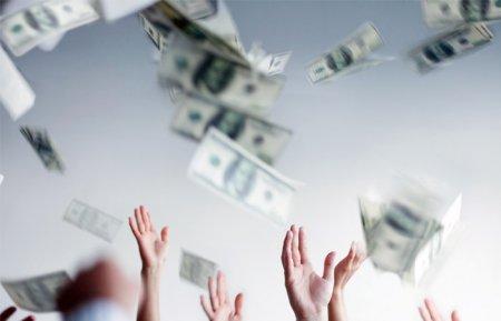 """Dollar yenə """"havalanıb"""" 67 rubldan yuxarı qalxdı"""