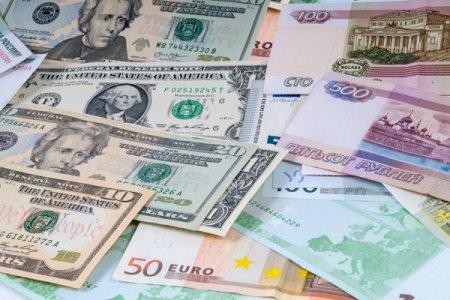Dollar yenə dolub daşdı