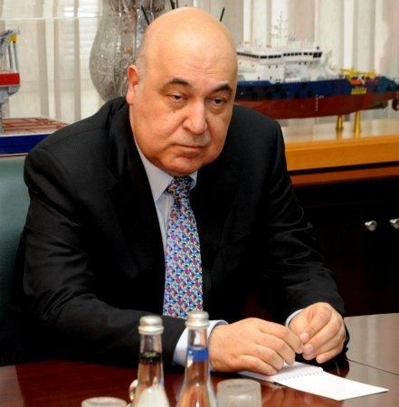 Çingiz Abdullayev Facebook səhifəsindən ixtisar siyahısına imza atmağın özünü inkar etmək olduğunu yazdı