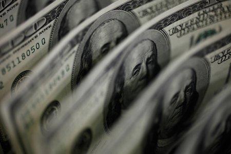 Dollar boşalır- 66 rubldan aşağı düşdü, dolacaqmı?