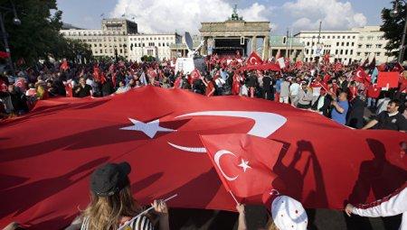 """Türkiyə- Almaniya münasibətlərini  """"dostluq testindən""""  erməni keçirir"""