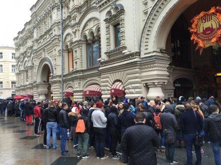 Moskvada iPhone 7  almaq üçün böyük növbə yaranıb