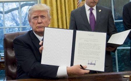 Tramp ABŞ-ın Trans Sakit okean tərəfdaşlığından çıxması haqqında sərəncam imzalayıb