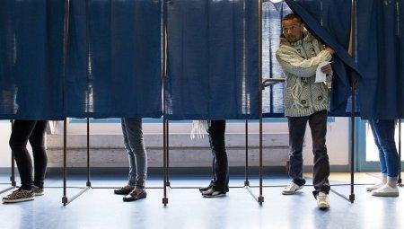 Fransada prezident seçklərinin birinci turunda Makron və Le Pen liderlik edir