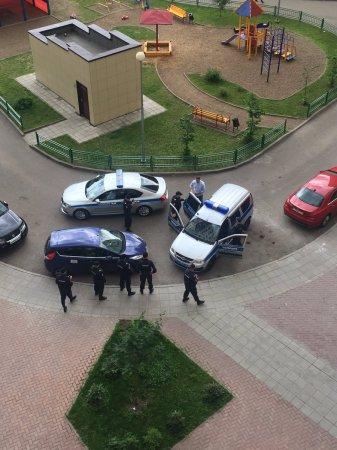 Navalnını mitinqdən əvvəl evinin önündə saxladılar