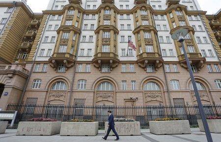 Moskvadakı Amerika səfirliyinin  maşın dayanacağı  əlindən alındı