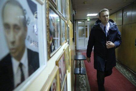 """Putin seçkilərdə Amerikanın Navalnı üzərindən hesabını """"boş şey"""" adlandırdı"""