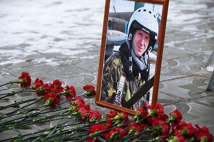 Vurulmuş  Su-25-in  pilotunun dəfnində 30 mindən çox adam  iştirak edib-FOTOLAR