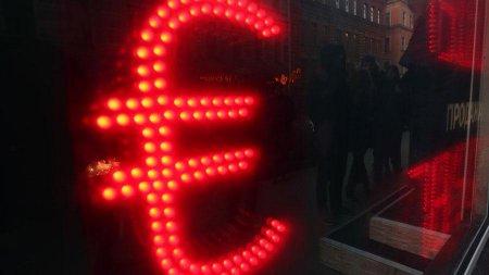Rusiyalıların çoxu dollar və avronun kursunun artmasından narahat deyillər