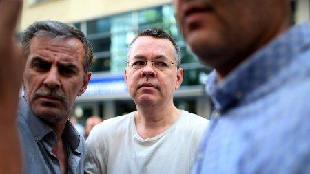 Türkiyə məhkəməsi amerikalı pastor Bransonu azad etdi