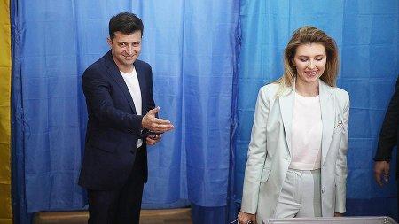 """Ukraynanın yeni birinci ledisi- Zelenskinin siyasi karyerasının """"arxitektoru"""" Yelena"""