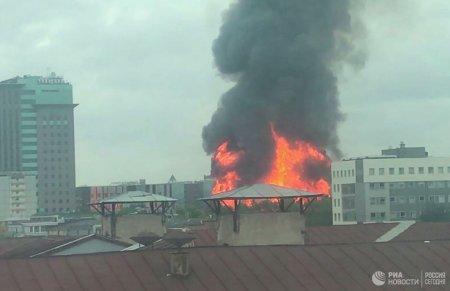 Moskvanın mərkəzində yanan binanın söndürülməsində 24 texnika və 2 vertolyotdan istifadə edilib