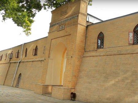 Dərbənddə aksiyaçılar qədim məscidin qapısını sındırıblar
