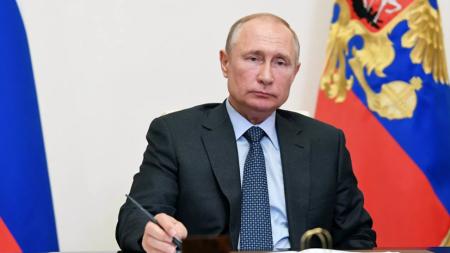 Putin əyani təhsilin distansiyalı olacağı xəbərini təkzib etdi
