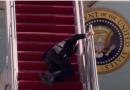 Джо Байден трижды упал, пытаясь подняться по трапу самолета