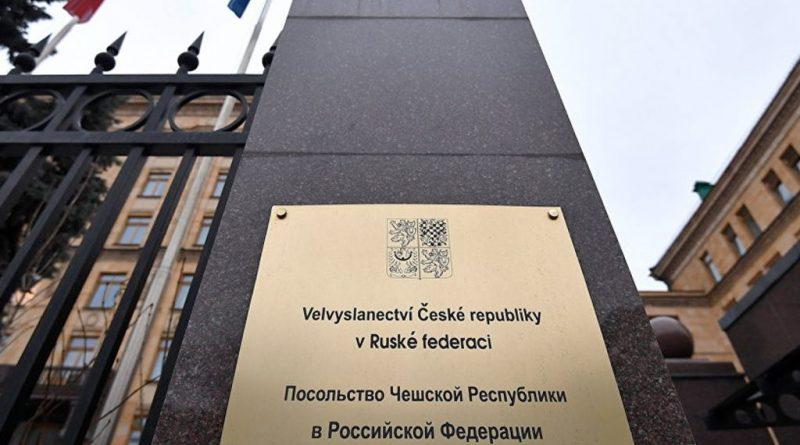 Москва высылает из страны 20 чешских дипломатов