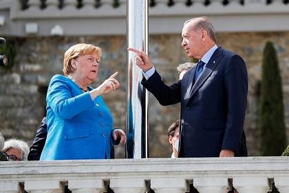Merkel Ərdoğanla mübahisə edib